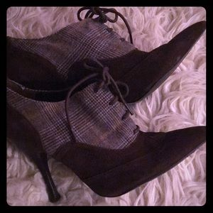Guess two tone bootie 9 brown & plaid pointed toe